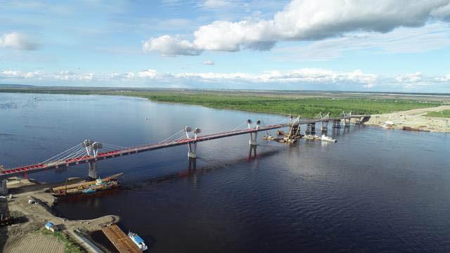 跨黑龙江铁路桥完成合龙